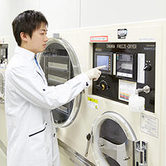 Preparing test samples with a freeze dryer